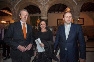 Mª Dolores Jiménez con Rafael de La Hoz y Daniel Lacalle
