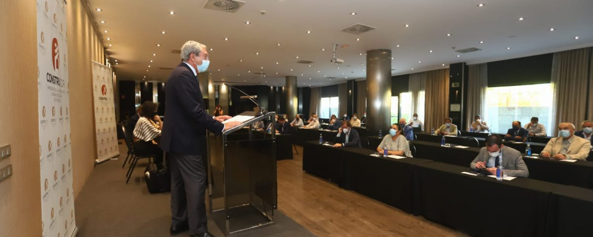 Rogelio Velasco interviene ante la asamblea